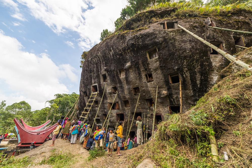 Tana Toraja, rytuał otwierania grobów